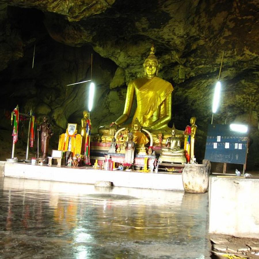 Храм Будды в гроте