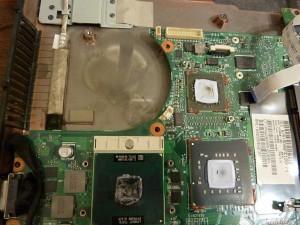 Тотальная разборка ноутбука HP 4710 и включение системы в разобранном виде