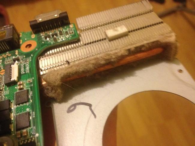 Пыль между радиатором и вентилятором